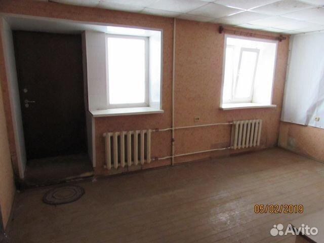Продается четырехкомнатная квартира за 2 500 000 рублей. Киров, Хлыновская улица, 1.