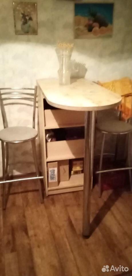Барная стояка со стульями