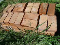 Кирпич, тротуарная плитка, доски